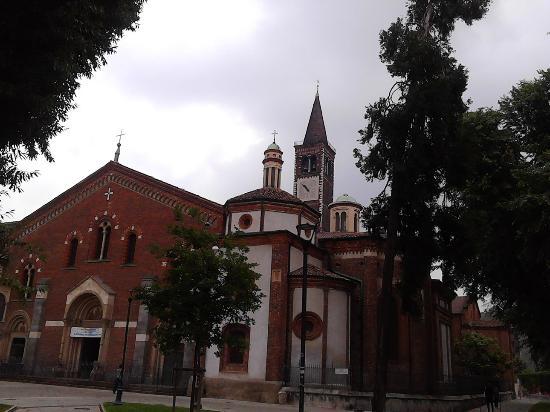 Anteriore foto di basilica di sant 39 eustorgio milano for Piazza sant eustorgio