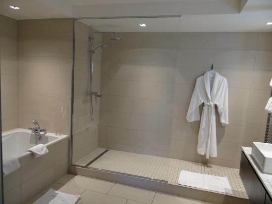 L'Assiette Champenoise: The Bathroom room 23