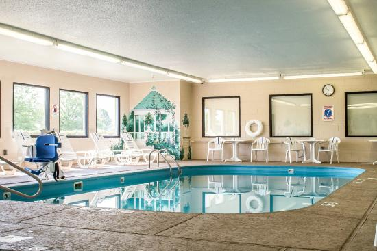 Comfort Inn: Refreshing Indoor Pool