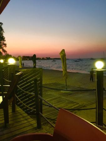 Pemba Dolphin: Great beach restaurant