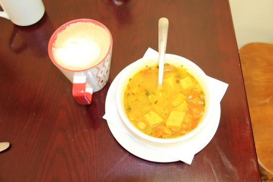 "Nipigon, Kanada: This is a ""small"" Gypsy Spanish soup with soy latte"