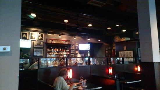 Sinclair's - Cloverdale: Full bar