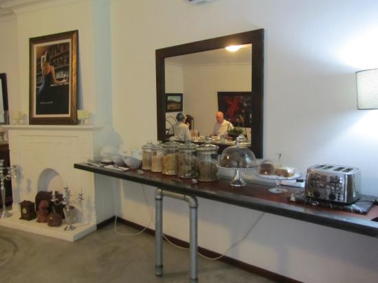 African Vineyard Hotel/Guesthouse, Wedding, Conference & Wellness SPA : Cold and Hot Breakfast Served
