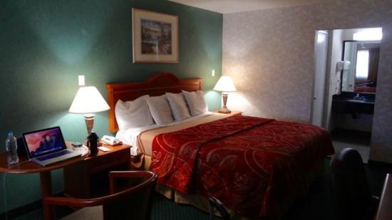 Rodeway Inn Cypress: My room at the Rodeway Hotel, Cypress, CA