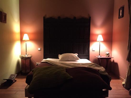 Le Clos des Gallinettes : Vue depuis la chambre sur l'Eure et chambre à la nuit