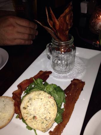 Economy Shoe Shop Cafe & Bar: Bacon Rocket appetizer was so fun and tasty!!