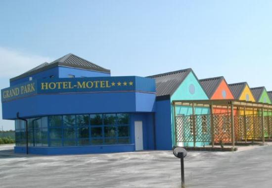 Grand Park Hotel-Motel : Vista ingresso