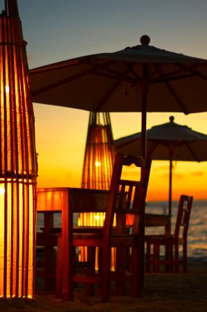 Argentinian Grill: Tables at the beach