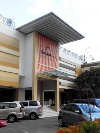 Sofyan Inn Tebet - Hotel Syariah: Hotel Sofyan enterance view