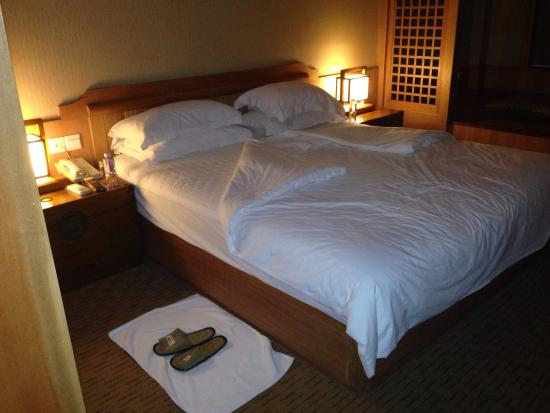 Yu Hotspring Resort: Here is the room we were in, turn down service, and a view of the temple street food.