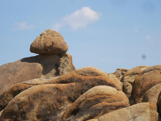 Lone Pine Creek: Balancing Rock
