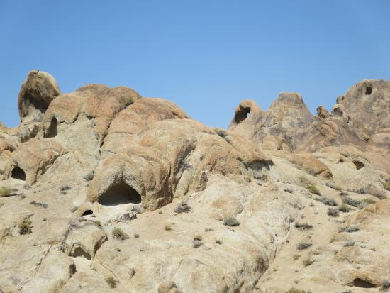 Lone Pine Creek : Many interesting rock formations
