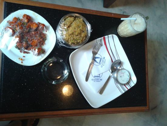 Adarsh Inn: A quite lunch inside hotel room