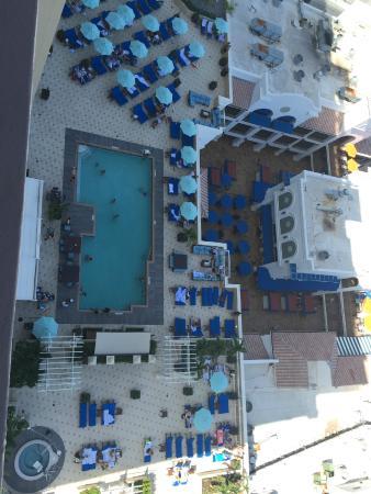 Beach Place Towers Fort Lauderdale: Вид на бассейны сверху