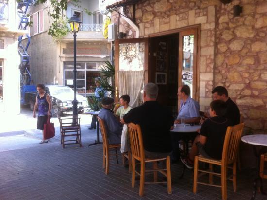Mesostrati : Outdoors tables