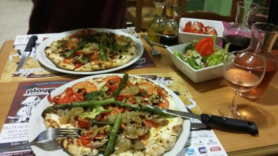 Piz Olive: Pizza jardiniere and the dessert plate