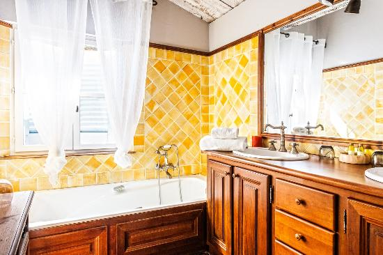 salle de bain chambre bois bild fr n domaine les mesanges gassin tripadvisor. Black Bedroom Furniture Sets. Home Design Ideas