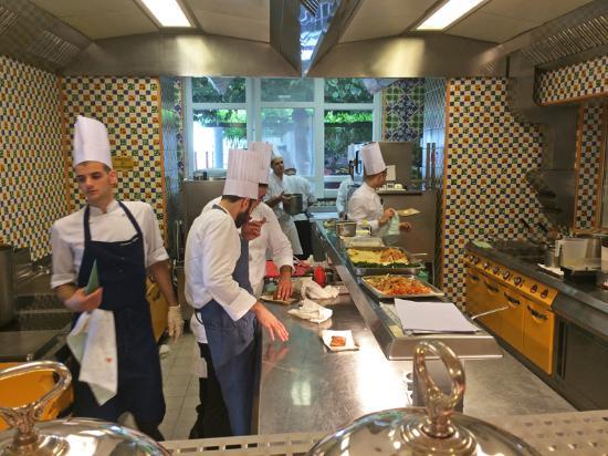 la brigade en cuisine (150784154)