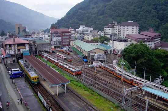 Feel Unazuki: 部屋窓から見た宇奈月温泉街