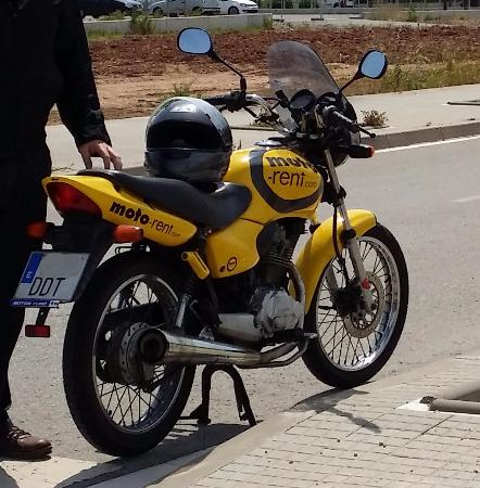 Moto-Rent: Honda CG 125 con marchas