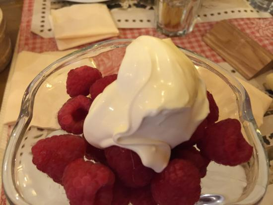 Cafe du Midi : Raspberries with creme gruyere