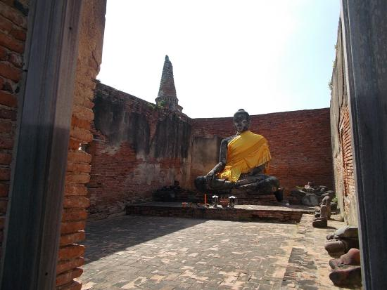 photo1.jpg - Picture of Temple of the Reclining Buddha ...