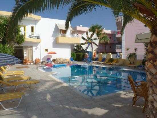 Cosmi Apartments: pool area