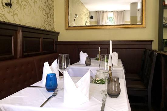 tische 8 und 9 bild von restaurant kanzlei dresden tripadvisor. Black Bedroom Furniture Sets. Home Design Ideas