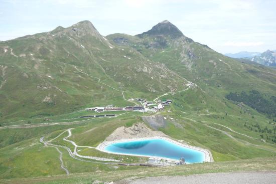 Grindelwald, Schweiz: トレイルからクライネシャイデック方面。湖は人口湖。