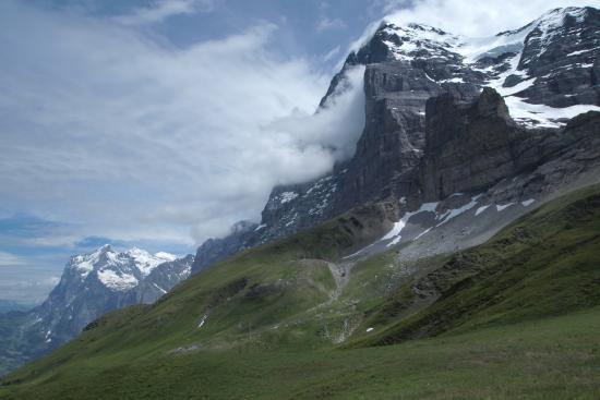 Grindelwald, Schweiz: アイガーが雲を吐き出しているよう