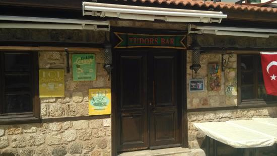 Tudors Pub
