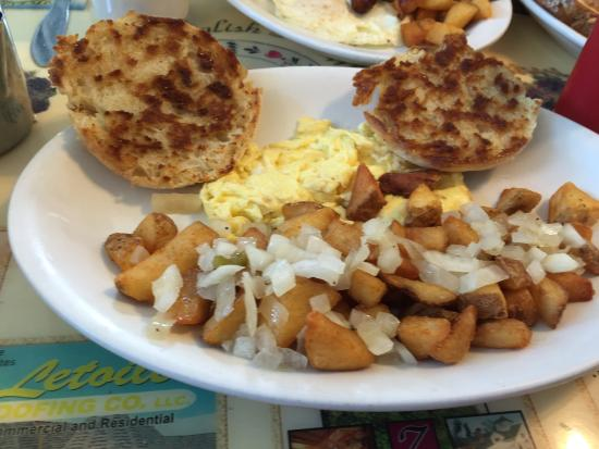 Hampstead, นิวแฮมป์เชียร์: scrambled eggs, Home fries & English Muffin