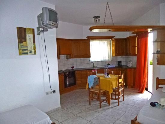 Rodakino, Grækenland: woonkamer/keuken