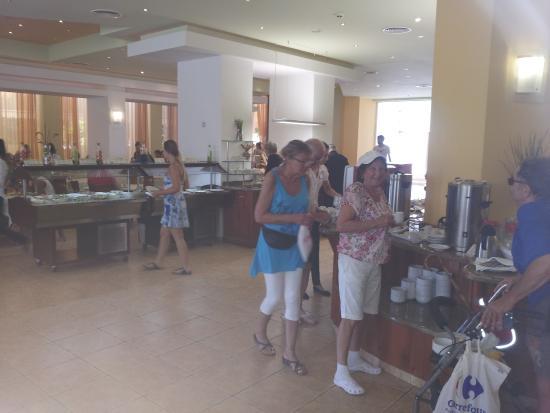 Hotel Erma: Frokostbuffeen var rikholdig.