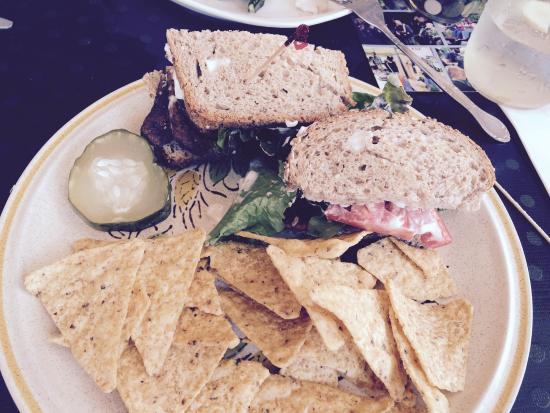 Rosendale, NY: Chic atmosphere with great vegan options