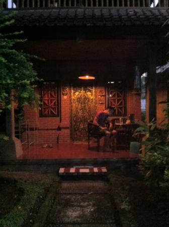 Tiing Gading Bungalows: Our bungalow