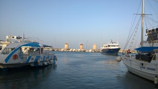 Oktober Downtown Rooms: Mandraki Hafen