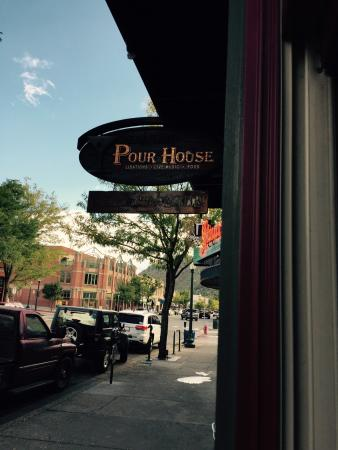 Derailed Pour House: Street view