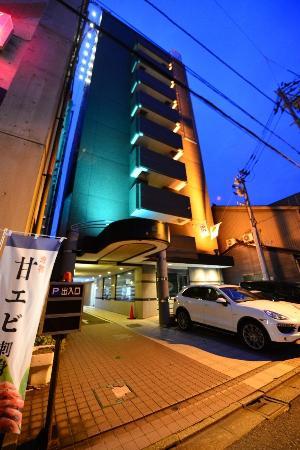 APA Hotel Komatsu: 他のビルに囲まれています