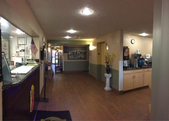 Super 8 by Wyndham Cedar City : New lobby