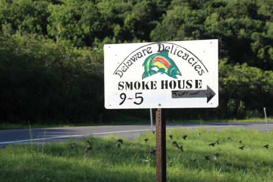 Hancock, Нью-Йорк: Delaware Delicacies Smoke House - Hours are 9 - 5pm