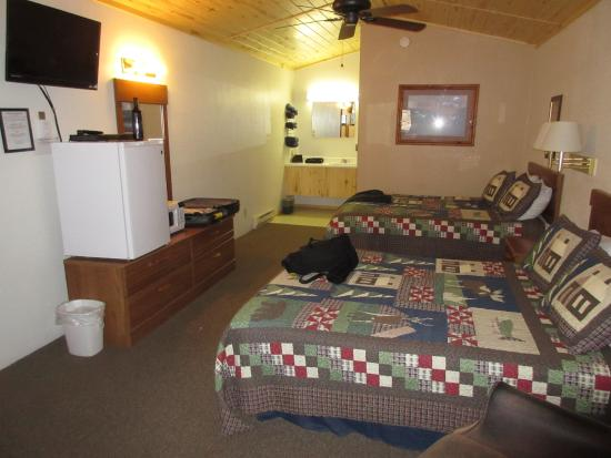 Creede Snowshoe Lodge : large rooms