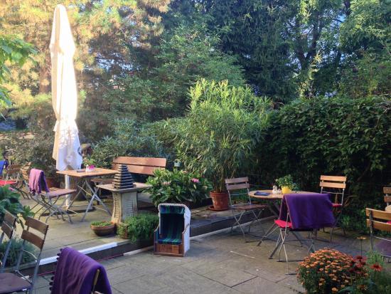 Jardim Interno Bild Von Hinterhofcafe Munchen Tripadvisor
