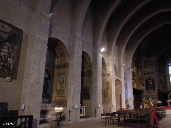 Cathyedral (Duomo di Gubbio): グッビオのドゥオモ
