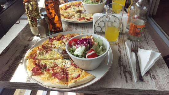 Ginnis Pizzeria