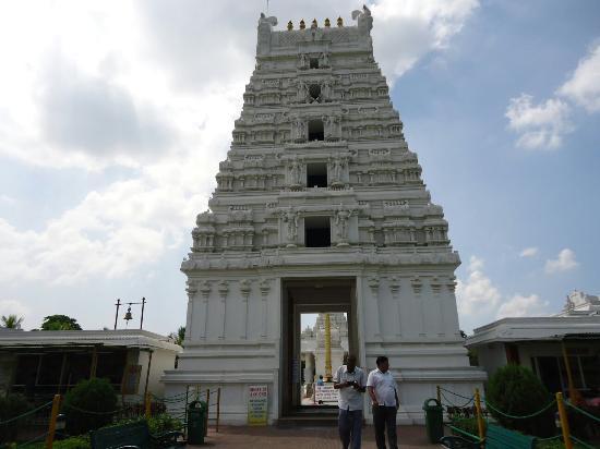 Guwahati, الهند: Purva Tirupati Shri Balaji temple