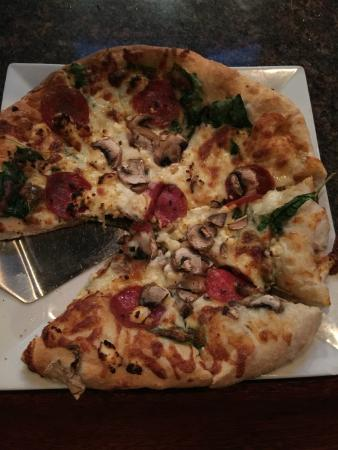 Liberty Brewery & Grill : Spinach Pizza
