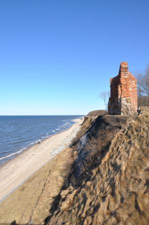 Ruiny Kosciola w Trzesaczu: Ruiny kościoła na brzegu  morza w Trzęsaczu