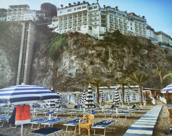 Hotel lloyd 39 s vietri sul mare 2013 picture of lloyd 39 s for Hotel barcellona sul mare