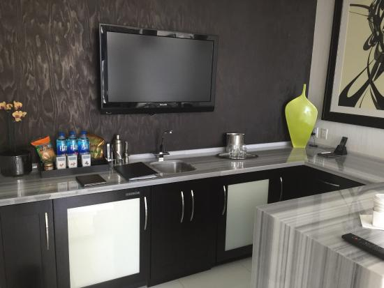 Bar area in 1 bedroom penthouse suite - Picture of ARIA Sky Suites ...